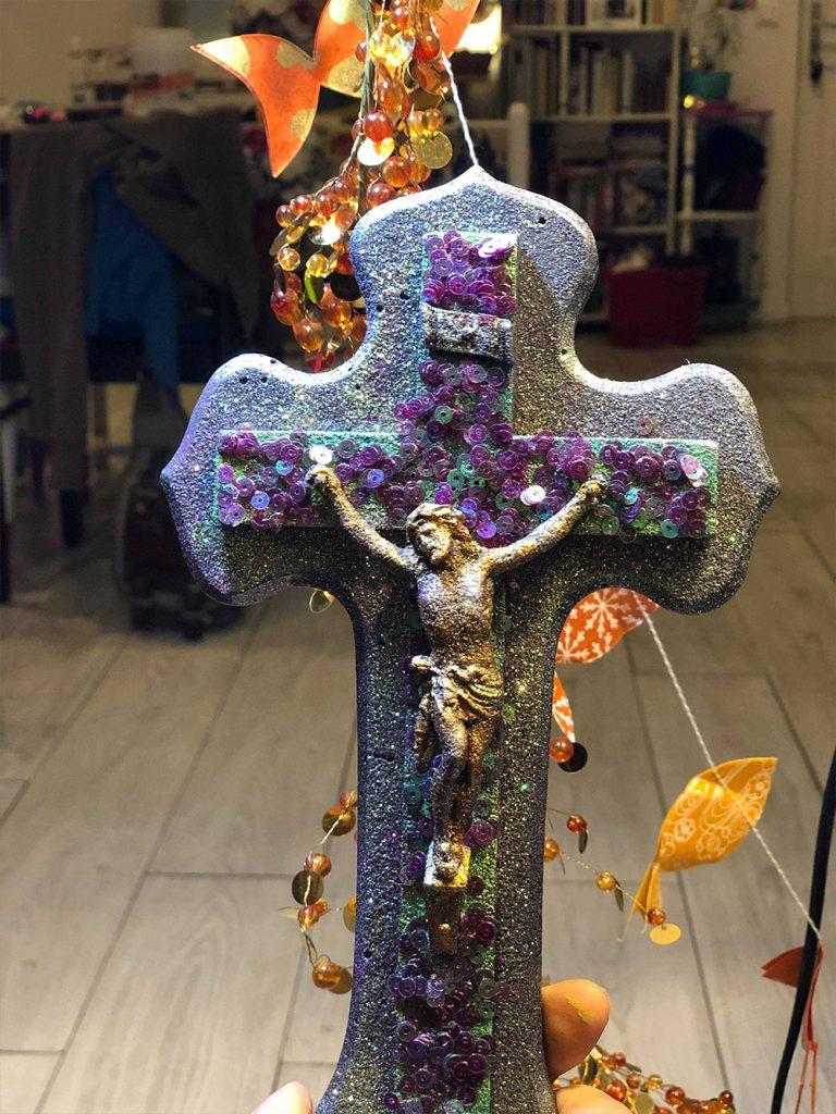 croix avec sequin et paillettes